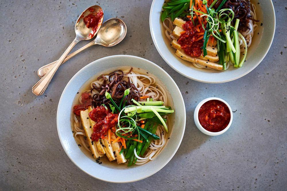 Vegan mushroom siracha noodle bowl