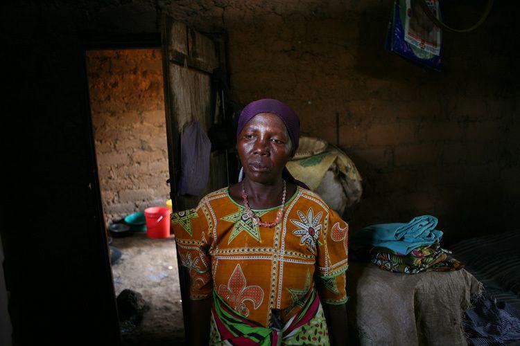 1r1_woman_africa_photobydoria_Doria_Anselmo