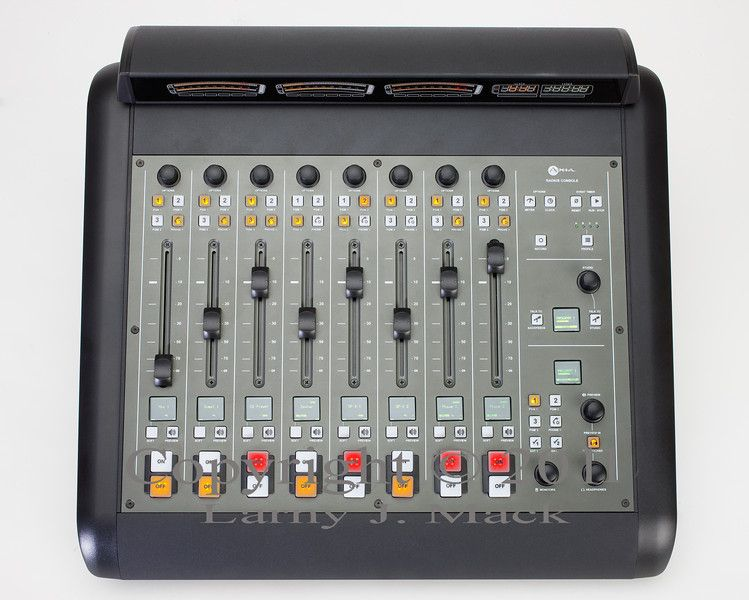 1Axia_console_055