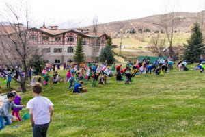 Zermatt_Spring_Extravaganza_2018_Midway_Utah_Easter_Egg_Hunt_Searching_For_Easter_Eggs.jpg