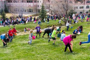 Zermatt_Spring_Extravaganza_2018_Midway_Utah_Easter_Egg_Hunt_Finding_the_Eggs.jpg