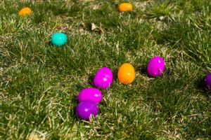 Zermatt_Spring_Extravaganza_2018_Midway_Utah_Easter_Eggs_Lying_in_Grass_Ready_for_Hunt.jpg