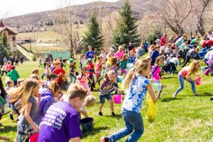 Zermatt_Spring_Extravaganza_2018_Midway_Utah_Easter_Egg_Hunt_Many_Children_Scramble_For_Eggs.jpg