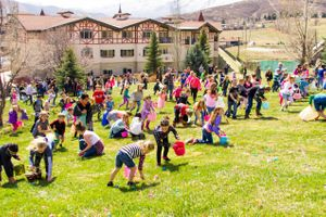 Zermatt_Spring_Extravaganza_2018_Midway_Utah_Easter_Egg_Hunt_Scrambling_for_Eggs.jpg