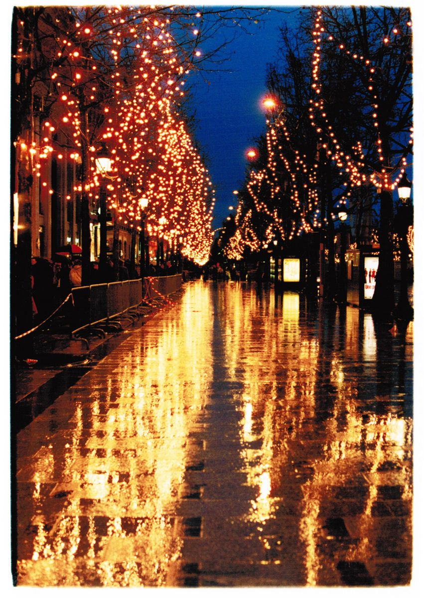 Rainy HolidayChamps ElyseesParis, France