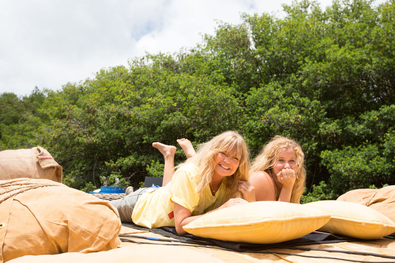 Goldie Hawn + Amy Schumer on the set of  Snatched in Kauaii