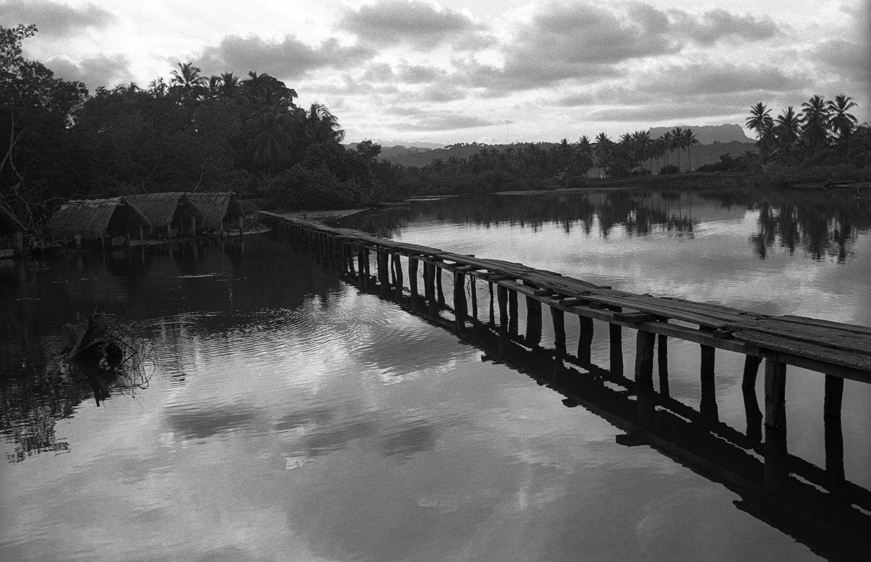 1boat_huts_and_bridge