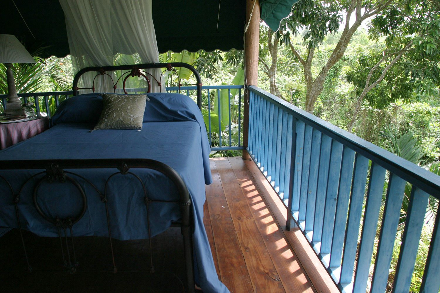1balcony_bed2