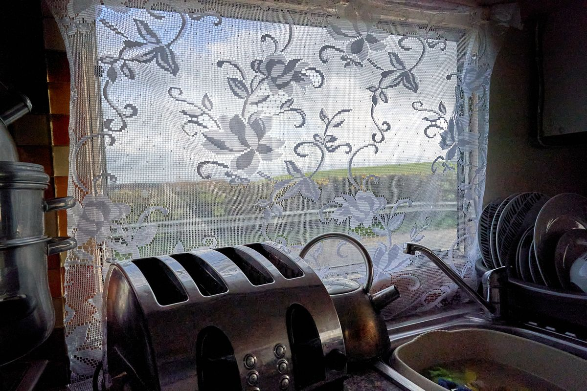 2-Irish Traveller Kitchen Window