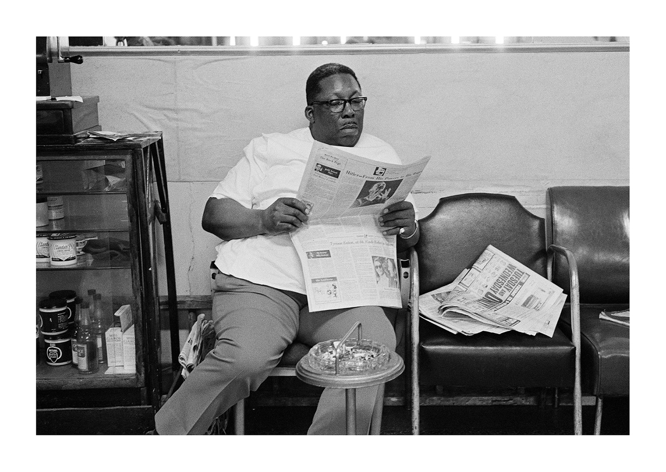 Joe's Barbershop, Daily Read, 7704 Oakland, Detroit 1972