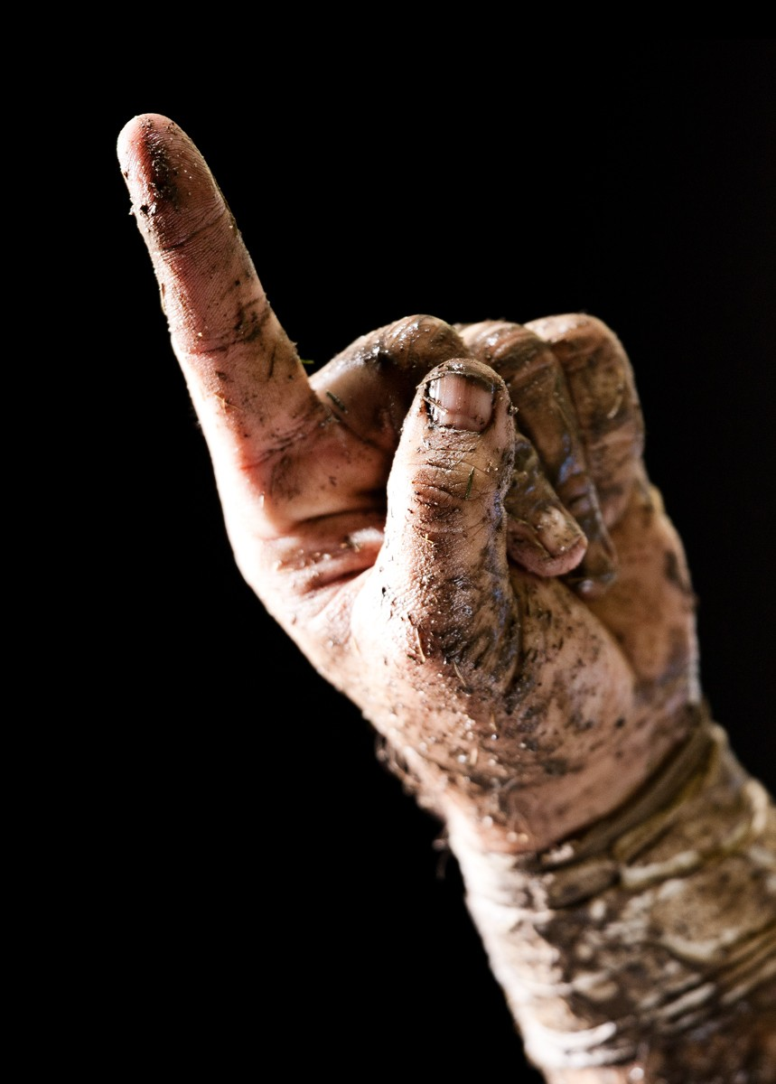 1football_finger_mud