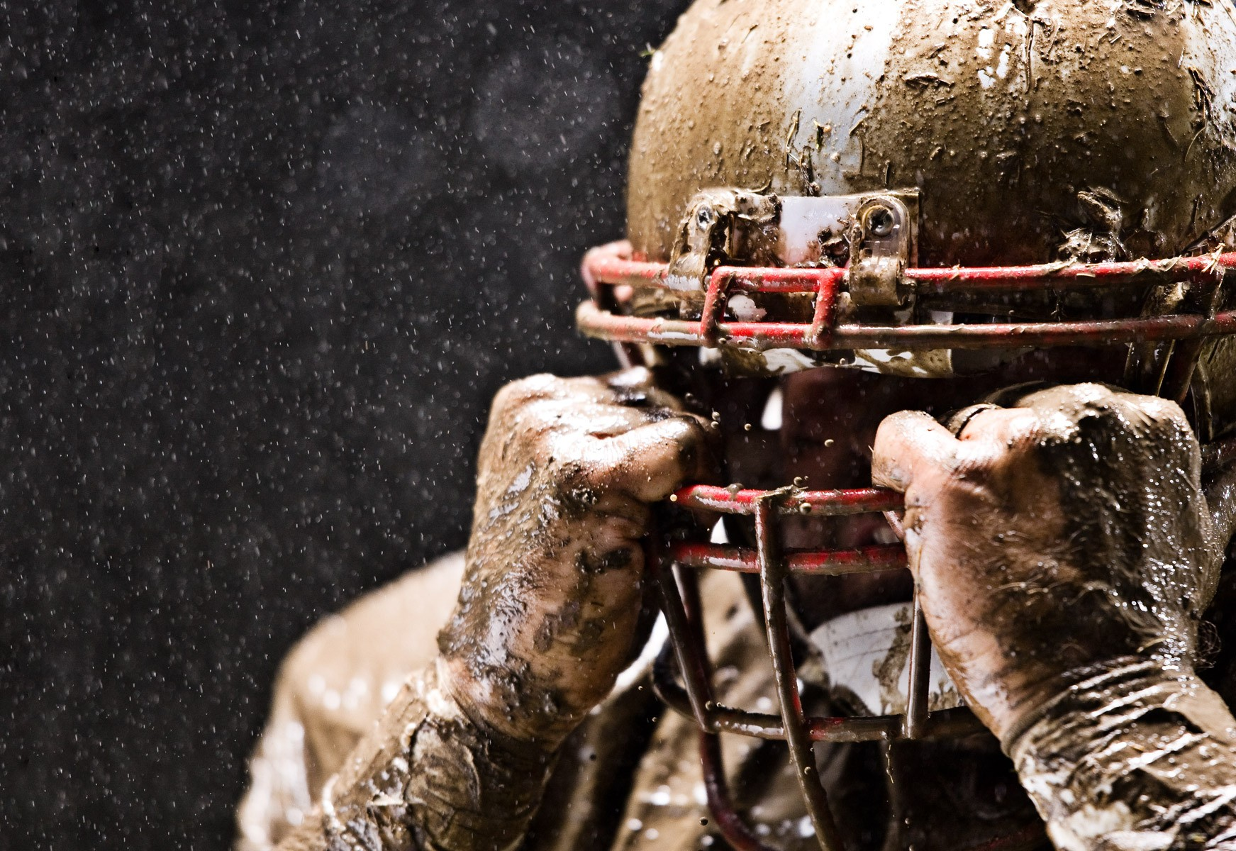 1football_facemask_rain_mud