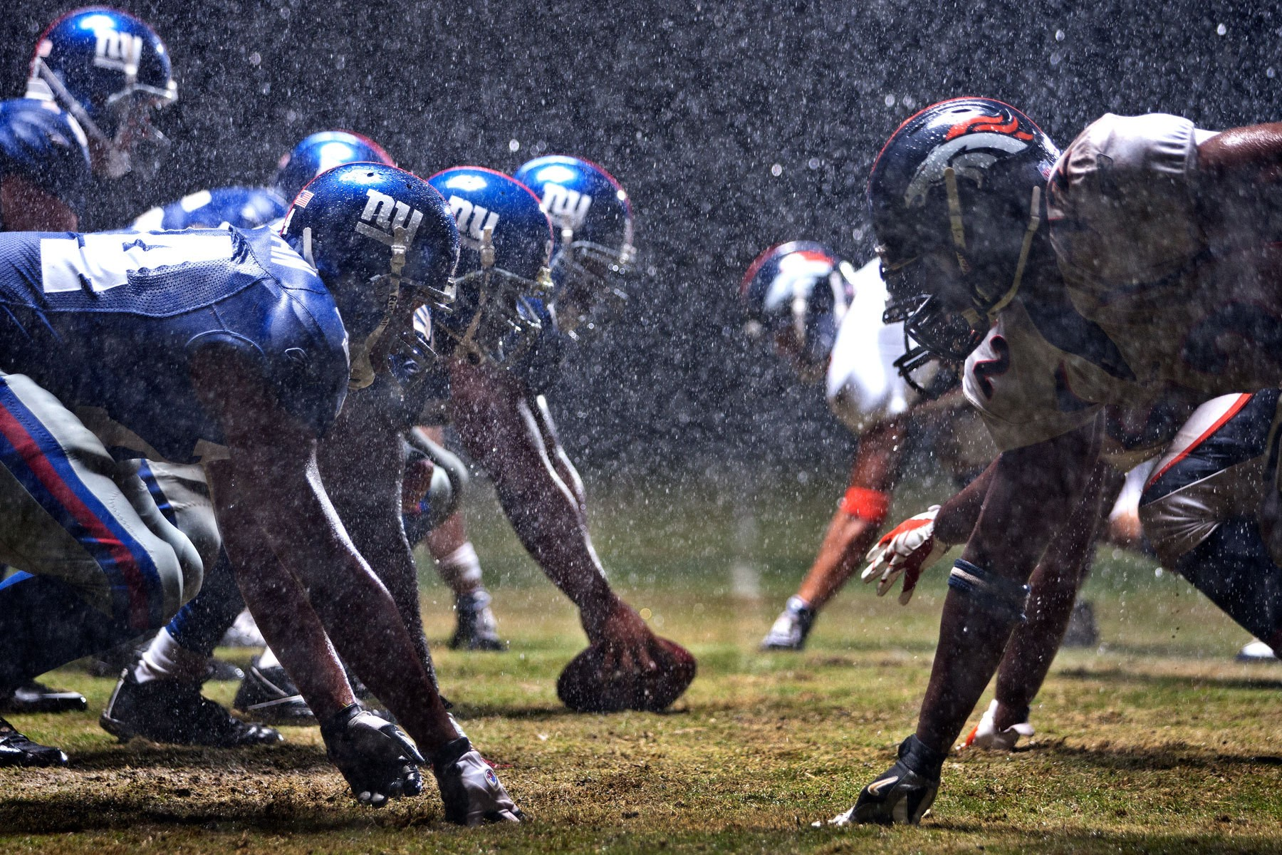 1giants_broncos_rain