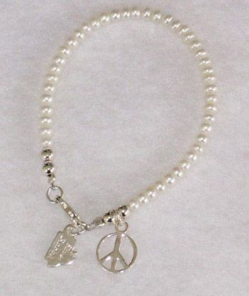 Peace Sign White Button Pearl Bracelet-7'