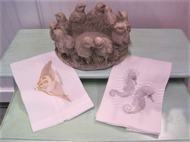 Chicks in a Circle Planter  with Linen Towels