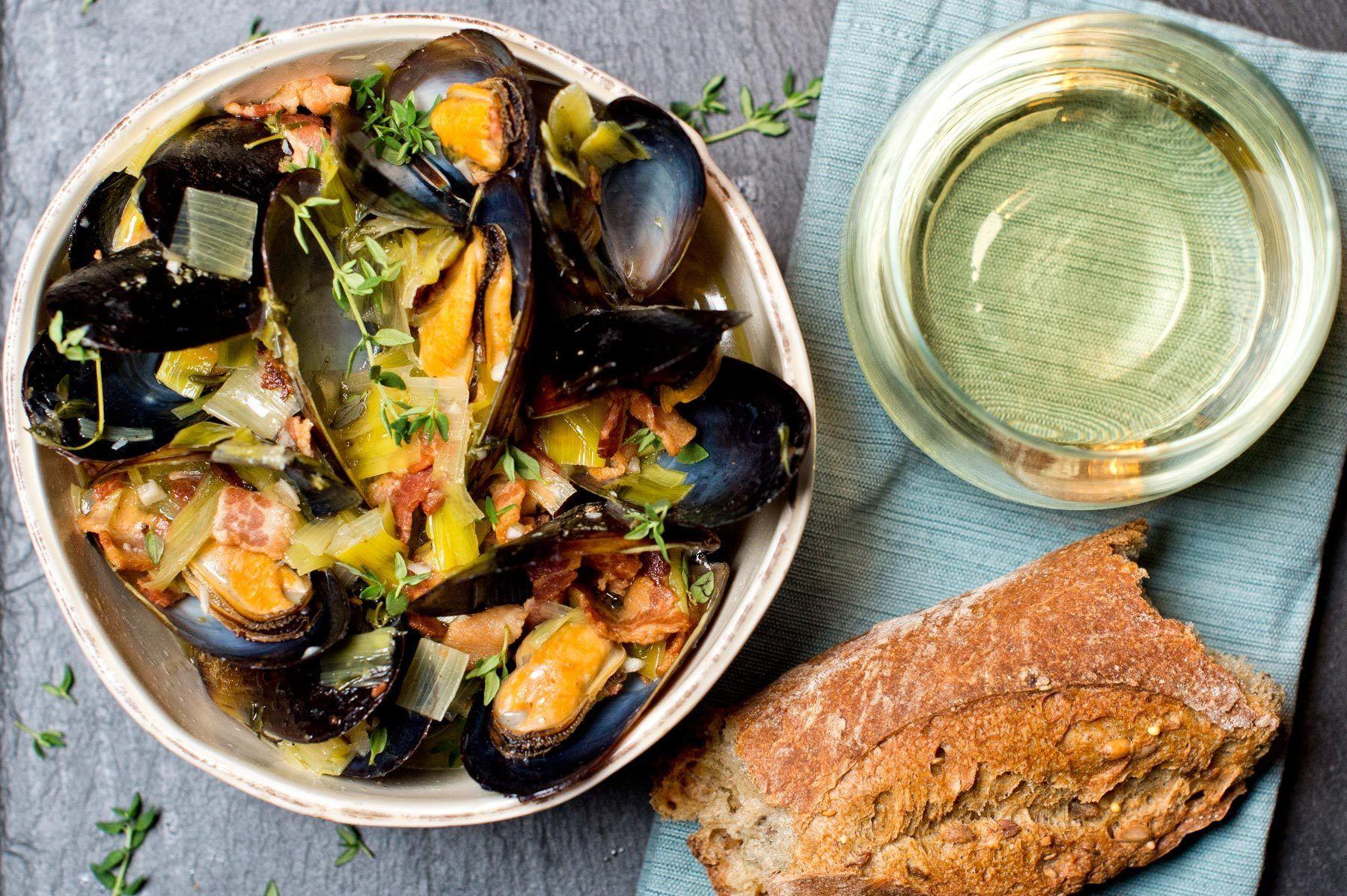 1food_drink_mussels_white_wine_bacon_leeks_thyme_dsc6548