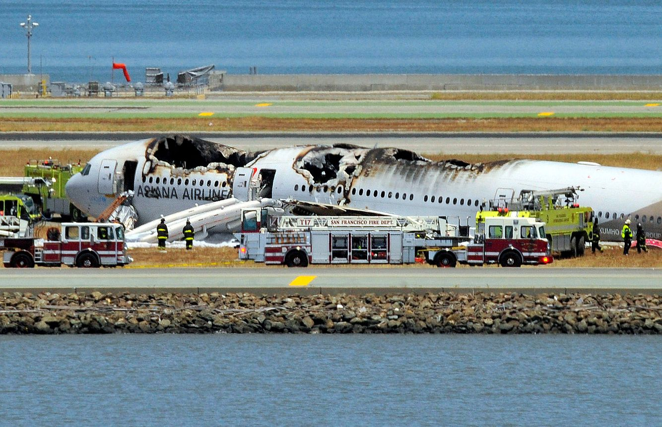 PLANE CRASH: Asiana Airlines Boeing 777 crash at San Francisco International Airport