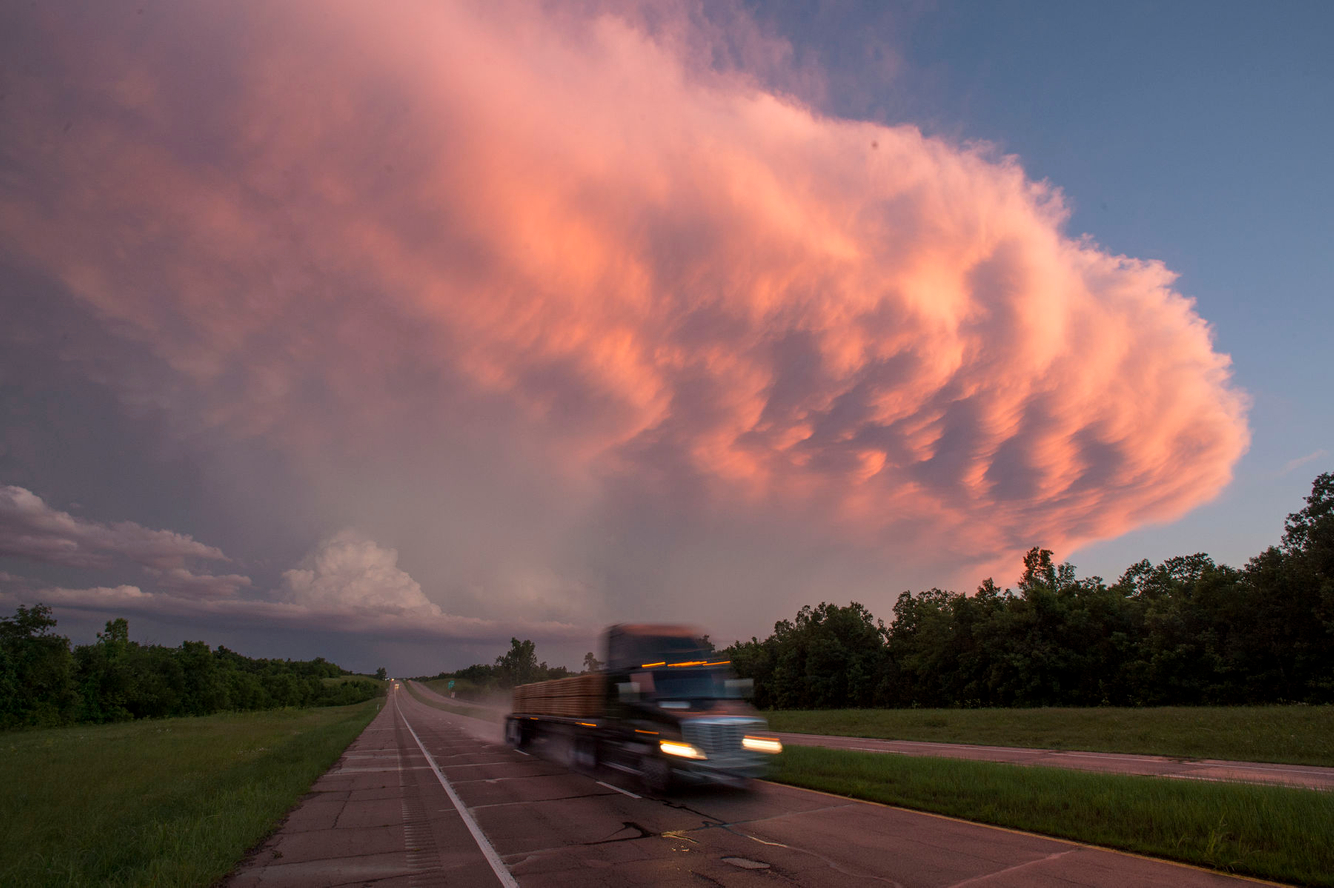 A supercell storm system appraches