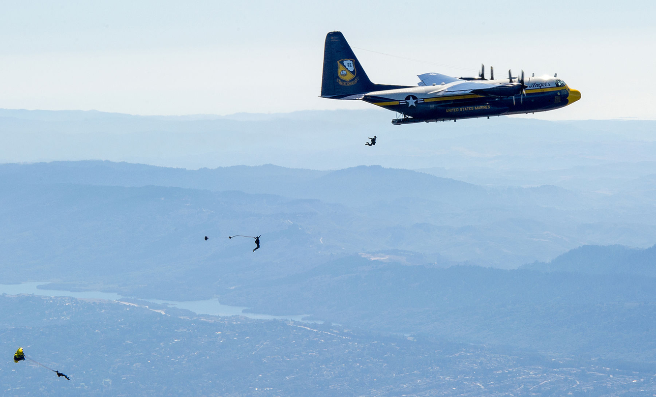 FLEET WEEK: The U.S. Navy Leapfrogs jump from a plane over San Francisco