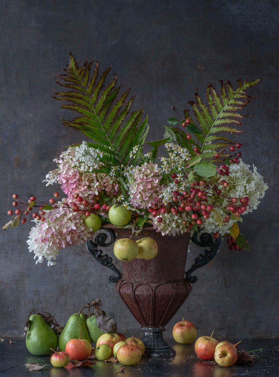 Lynn Karlin_Hydrangea & Apples in Urn.jpg