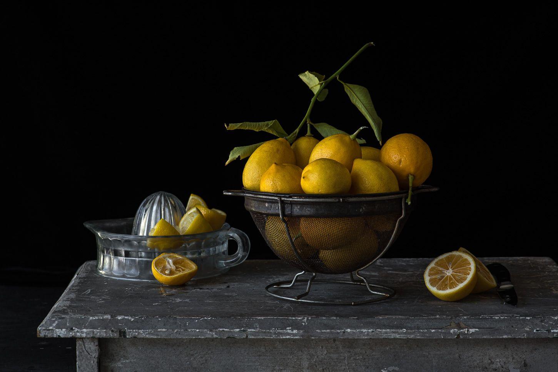 Lynn Karlin_Lemons in Vintage Colander-29.jpg