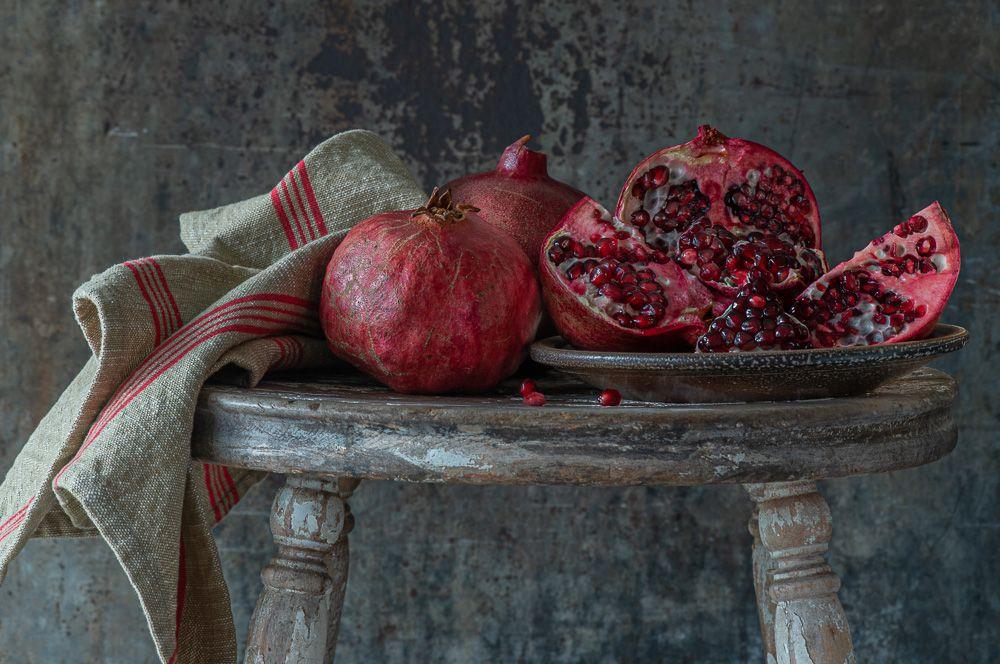 Lynn Karlin_Pomegranate on Stool-17.jpg