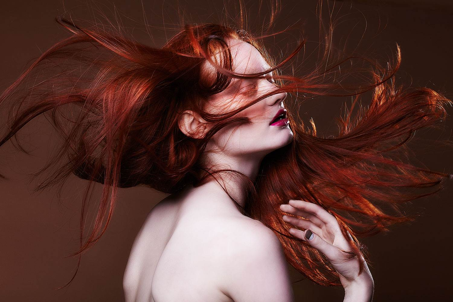 MODEL WITH RED HAIR _ EDITORIAL