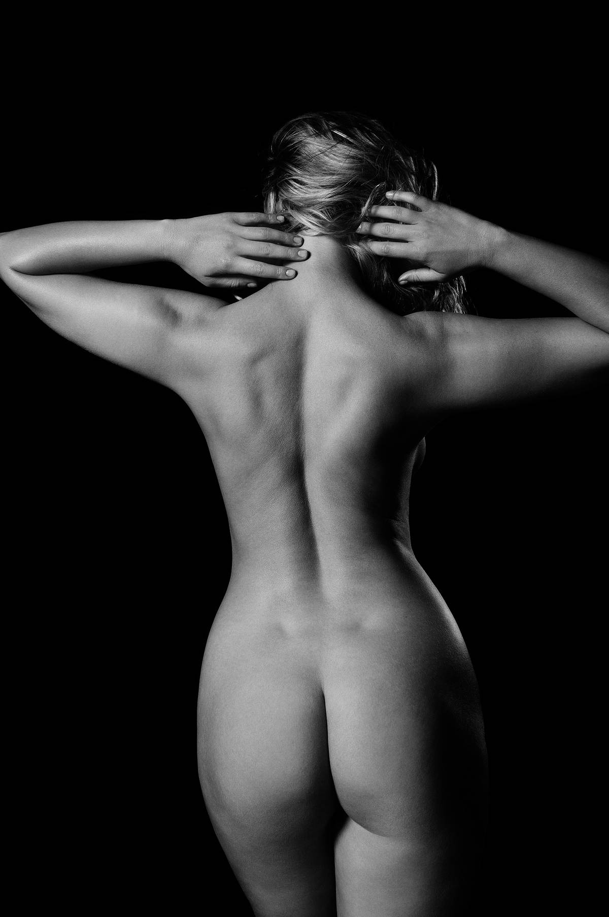 NUDE FROM THE BACK