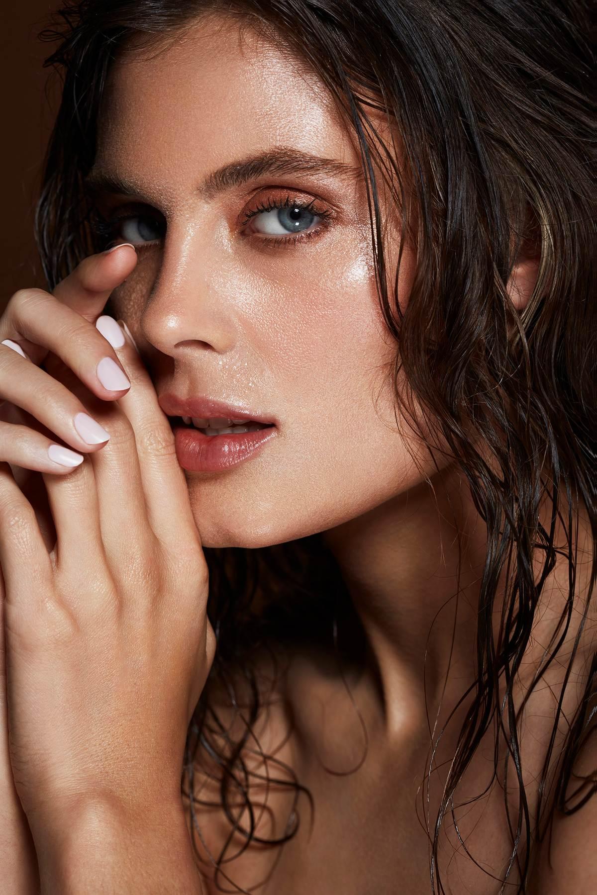 moisture_skin_deep_hydration_model_organic_natural_beauty_DT_LB_maggie344_v2.jpg
