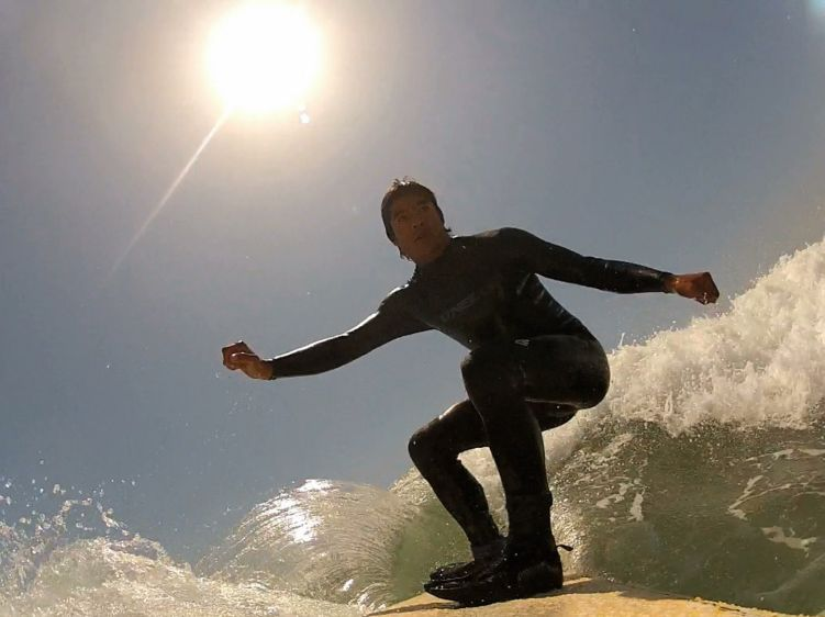 1tobysurfinghbmidcutback2012