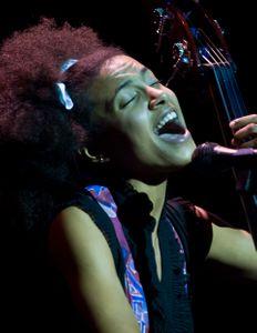 Esperanza Singing
