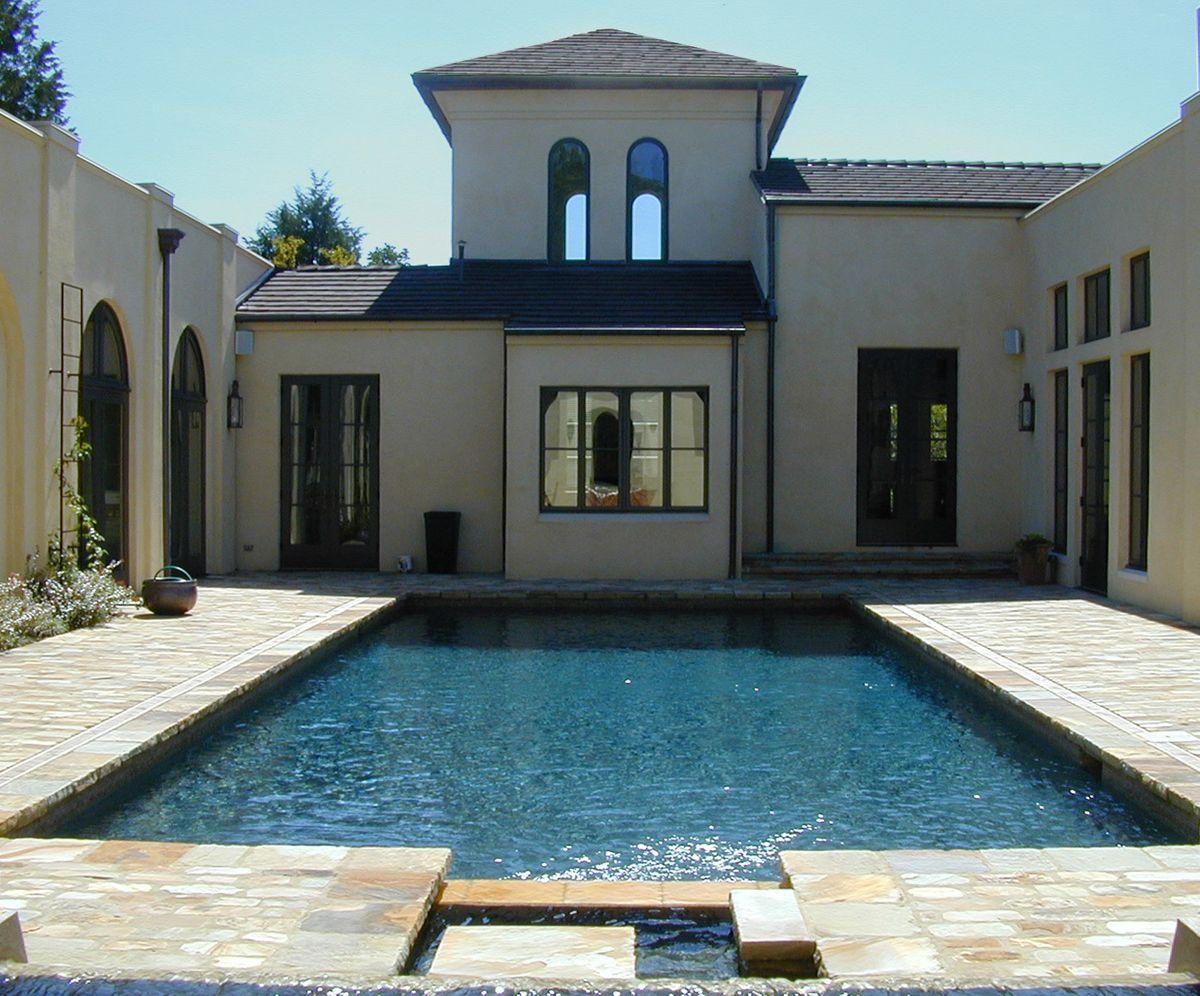 1rei_pool_courtyard.jpg