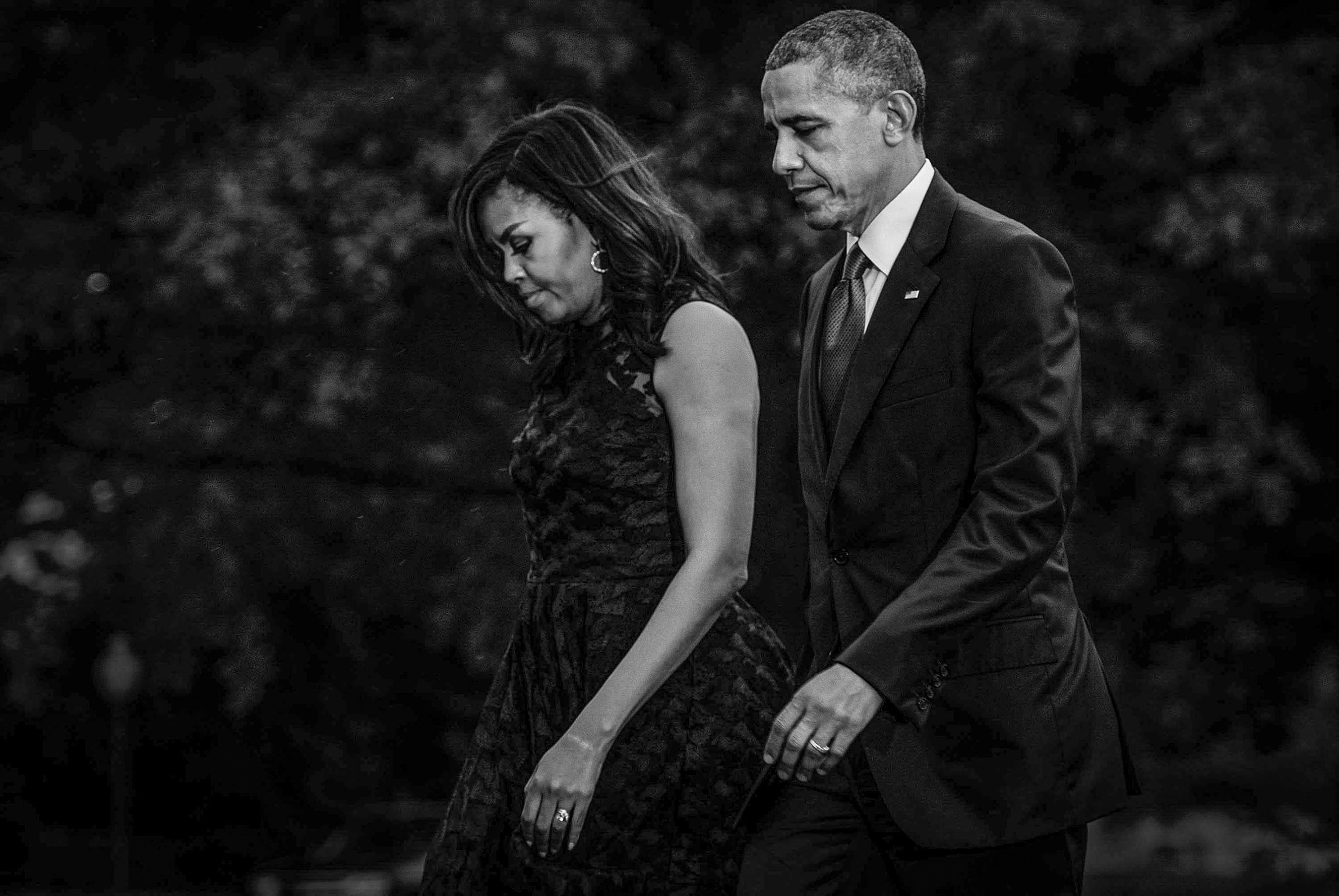 ObamaMichelleSLawnWeb.jpg