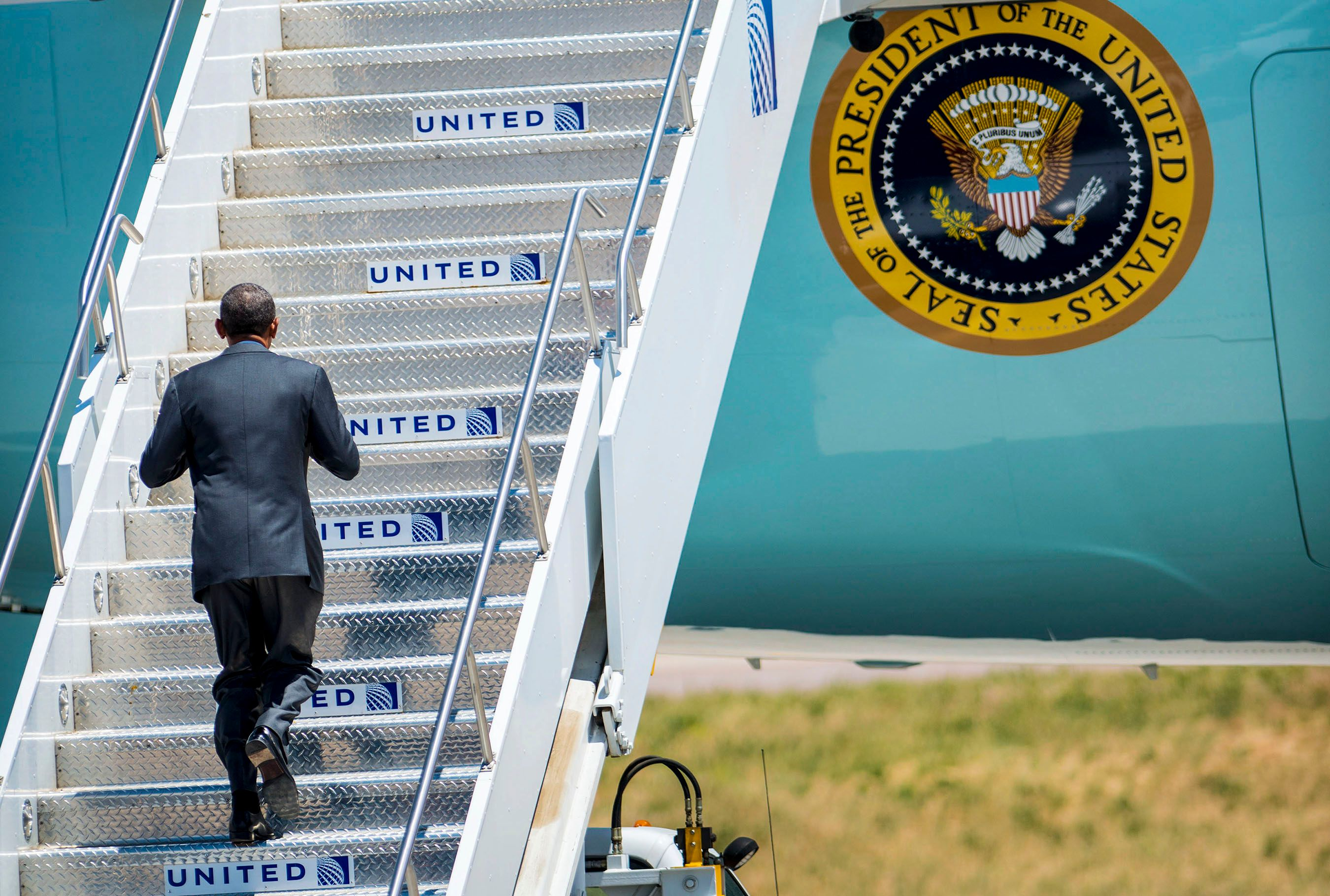 ObamaBoardingWeb.jpg