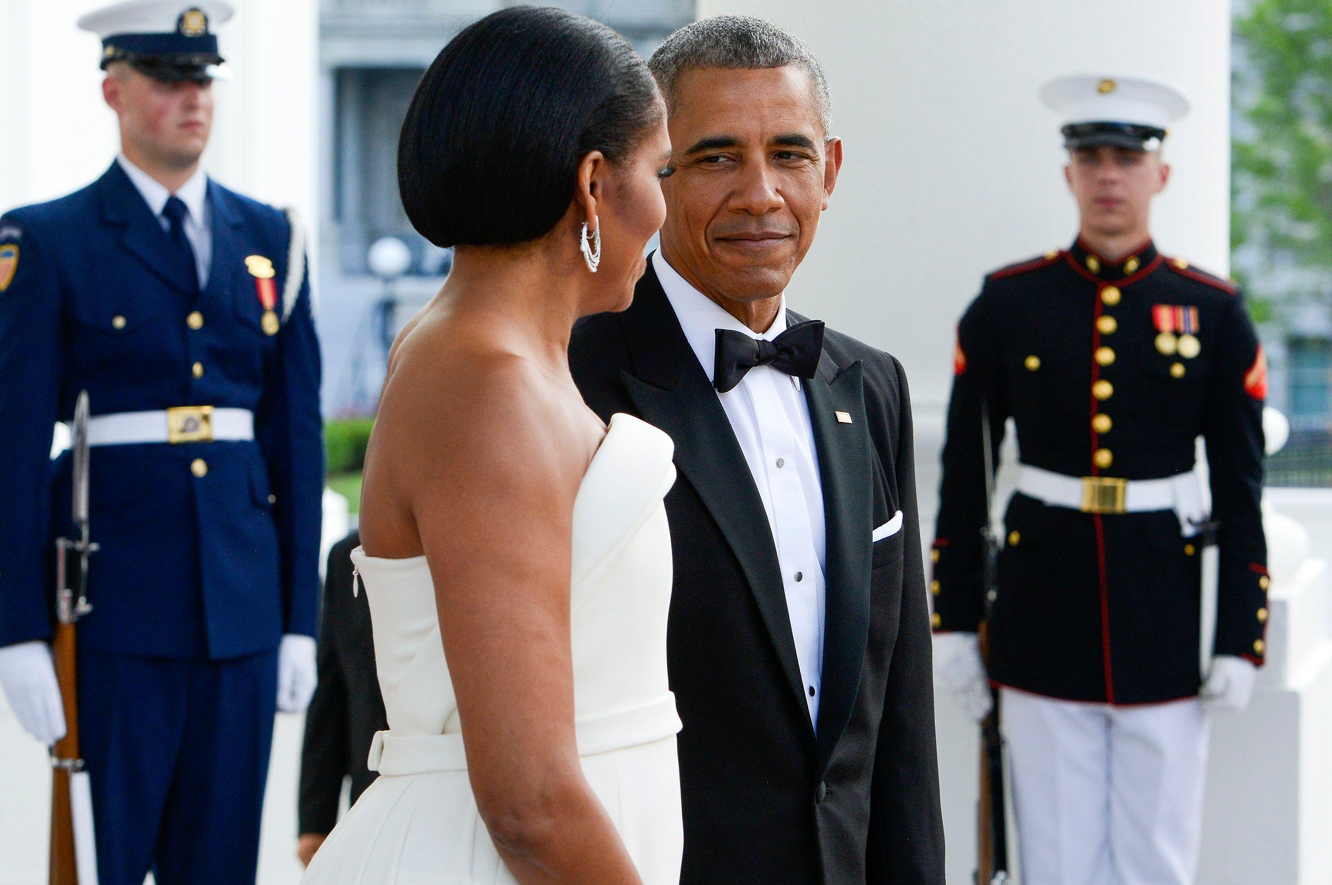 ObamaMichelleLoveWeb.jpg