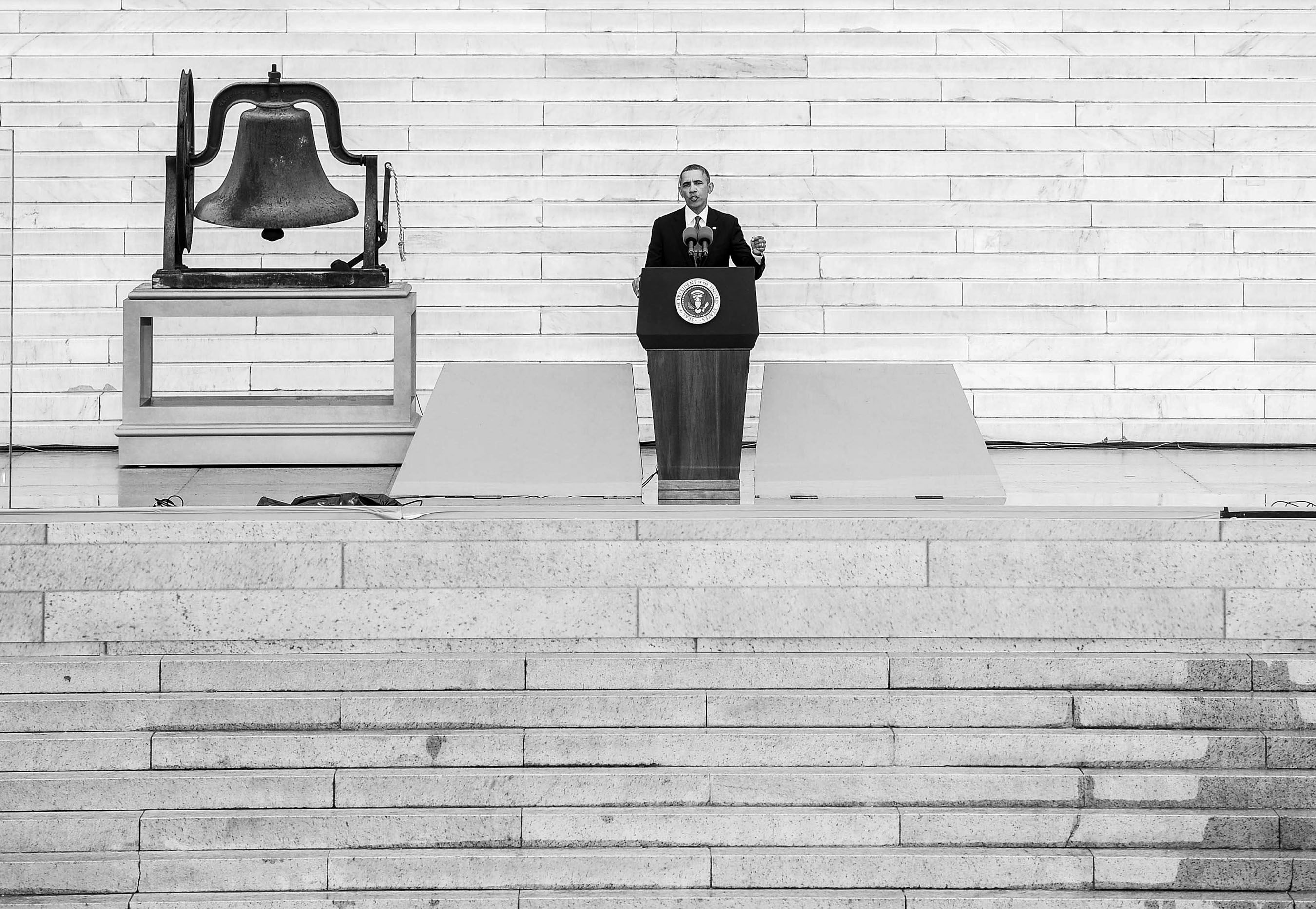ObamaLincolnStairsWeb.jpg