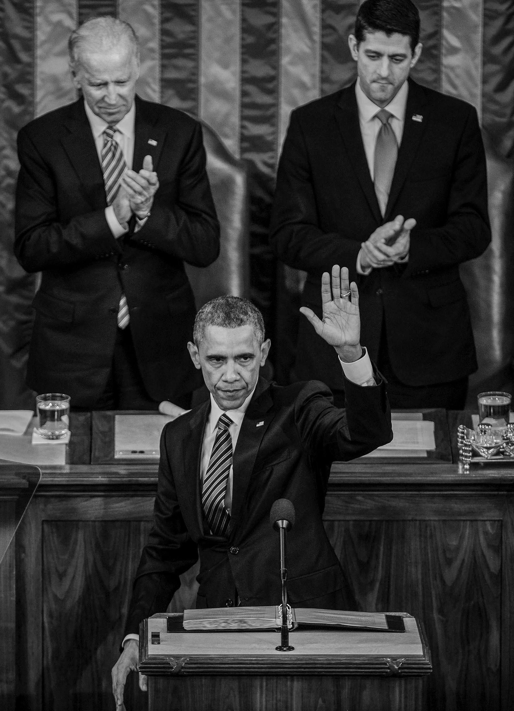 ObamaWaveSOTUWeb.jpg