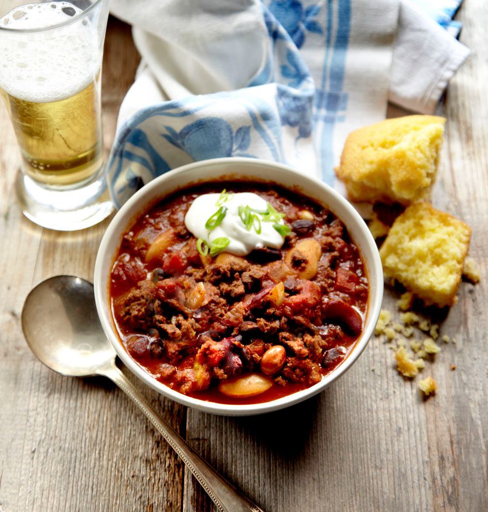 Buffalo Chili with cornbread and beer