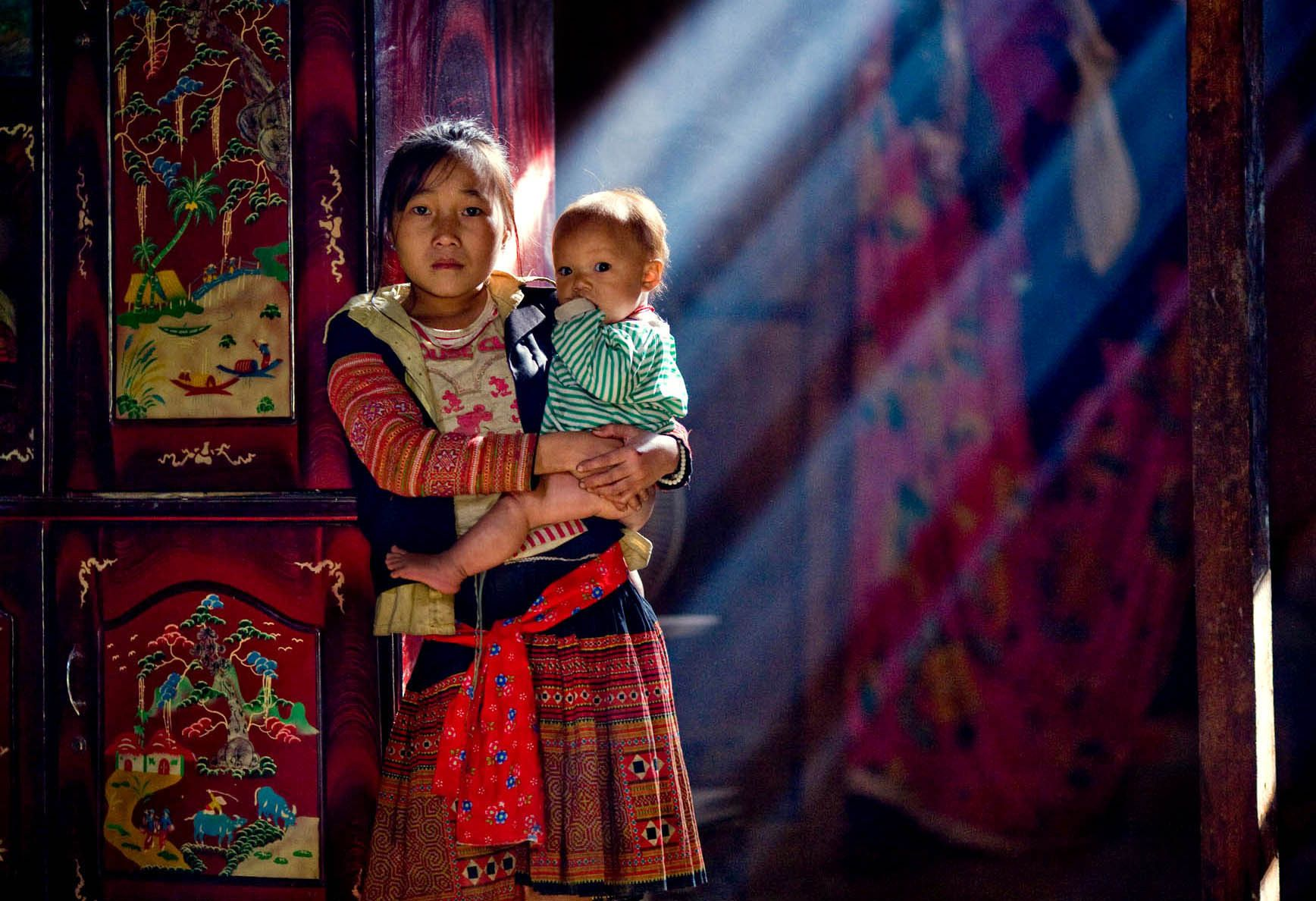 Portriat of a Hmong Family