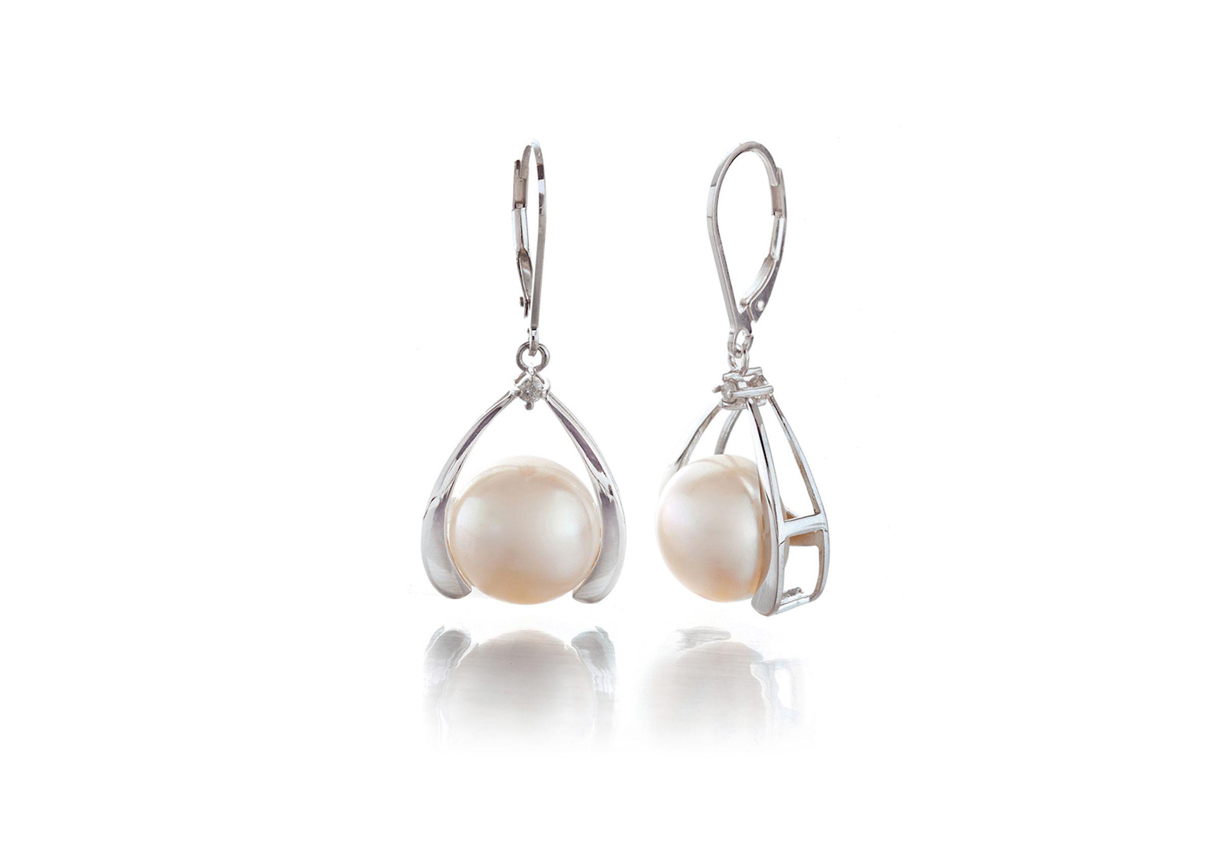 pearl-earrings-jewelry.jpg