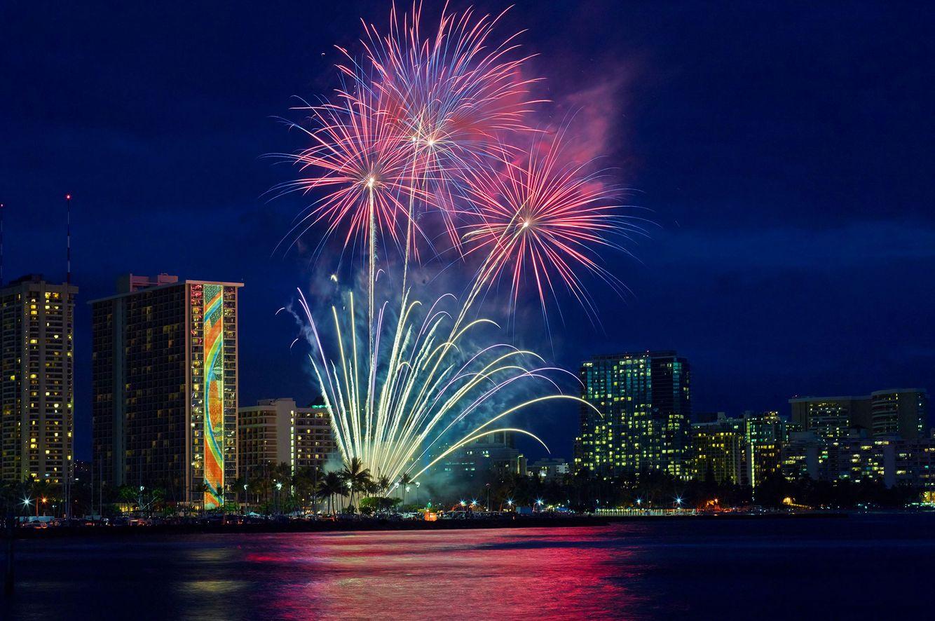 Ric-Noyle_Hilton-Fireworks_01.jpg