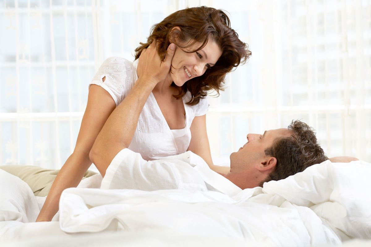 Embassy-Suites_Bed-couple_ric-noyle.jpg
