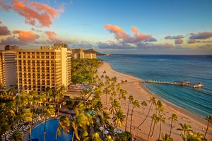 Hilton-Hawaiian-village_Alii-Tower-sunset-exterior.jpg