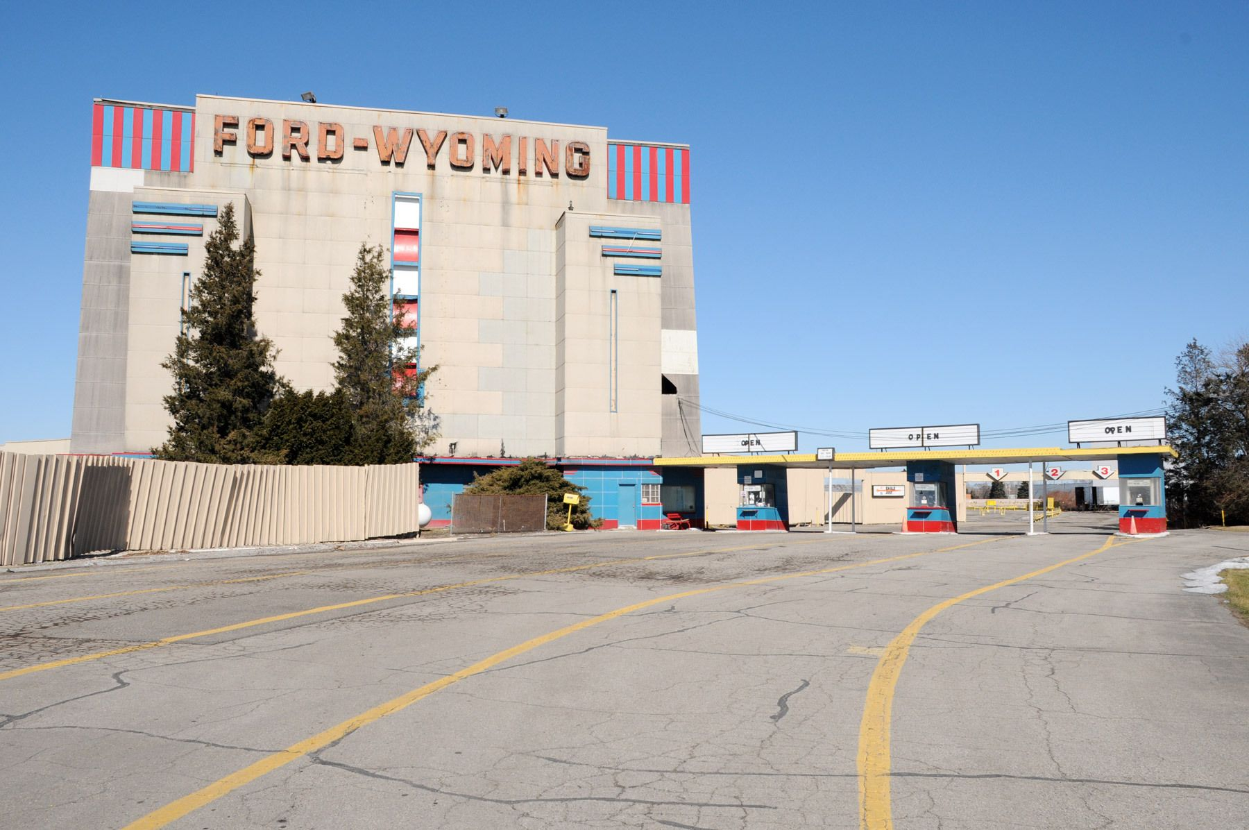 1ford_wyoming_drive_in_movie_theatre_dearborn_michigan.jpg