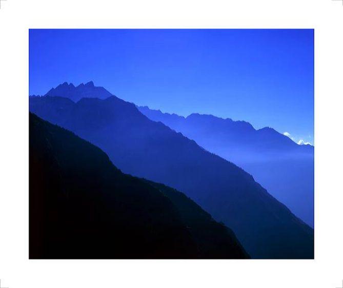 2_0_99_1NE002_Everest_Valley_copy.jpg
