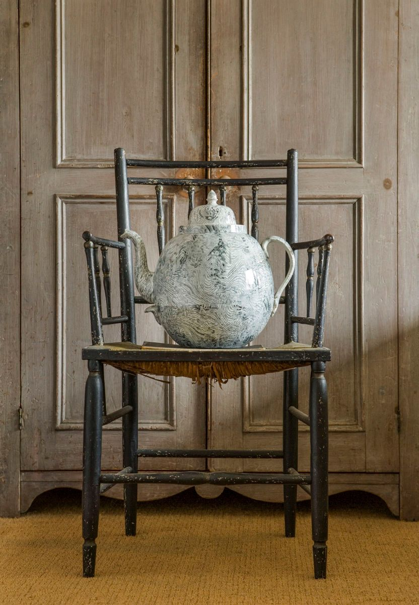 1andrew_spindler_8_06_large_pottery_kettle_on_chair__2_