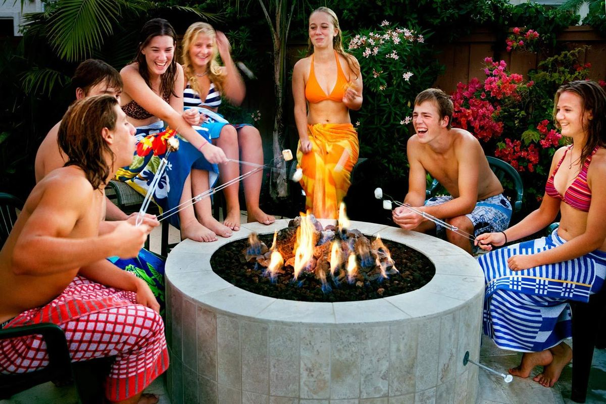 1kids_at_fire_pit