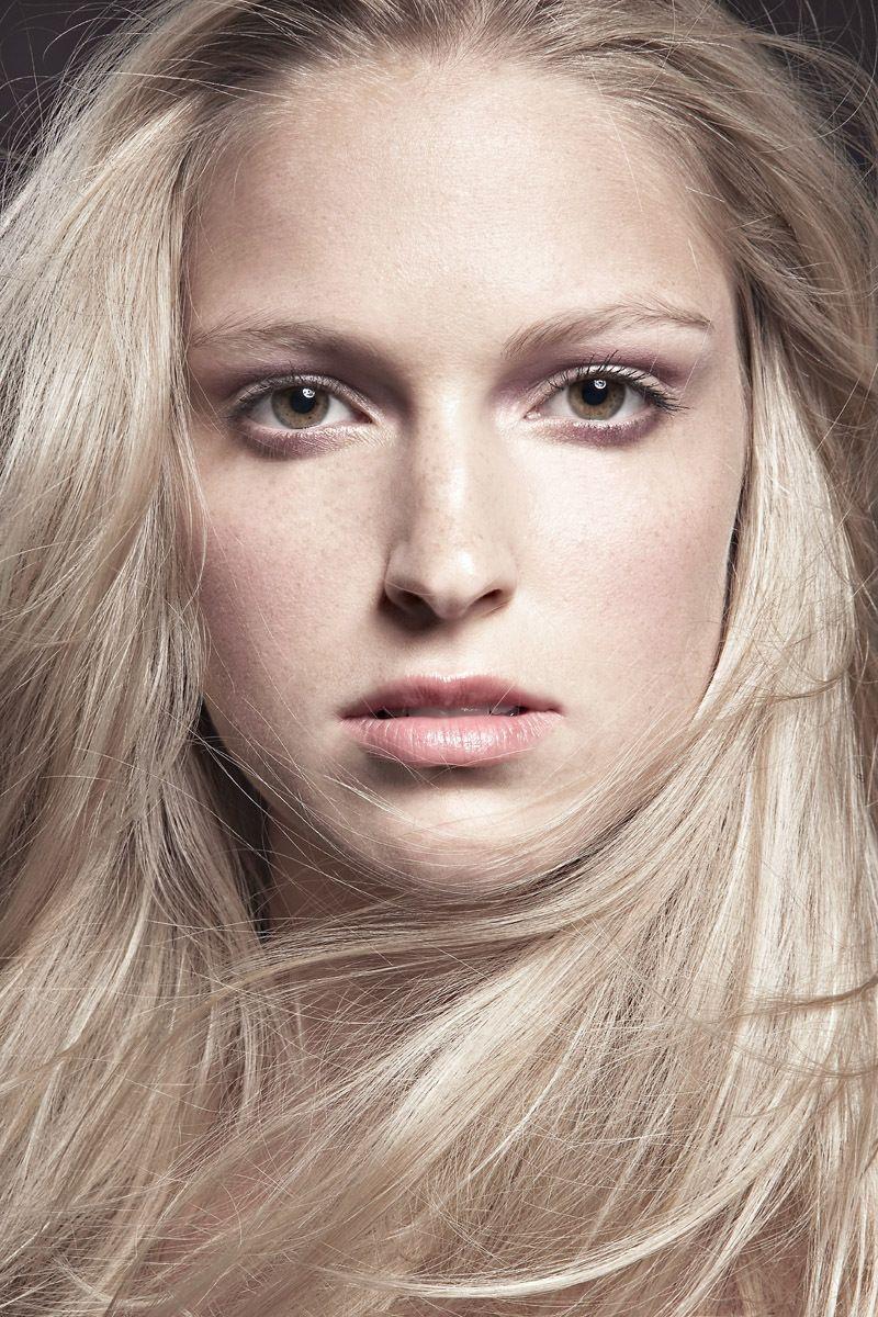 Model: Laura Leary