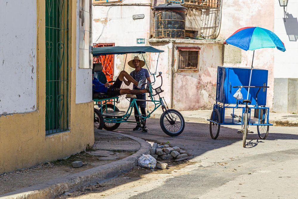cuba_street_bike_taxi_umbrellas.jpg