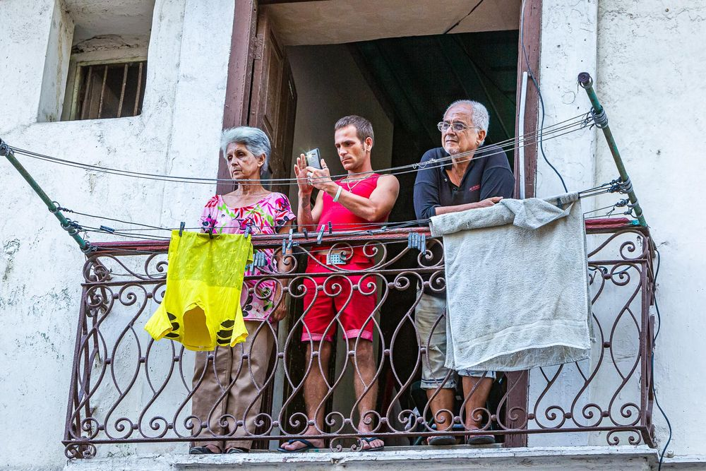 cuba_mother_son_father_on_balcony.jpg